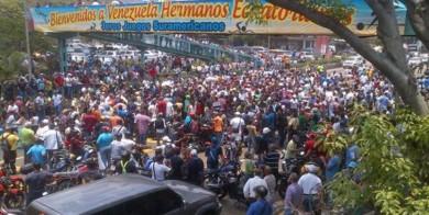 El sábado miles de empellados de las aduaneras de Vargas, protestaron en la avenida Soublette de La Guaira.