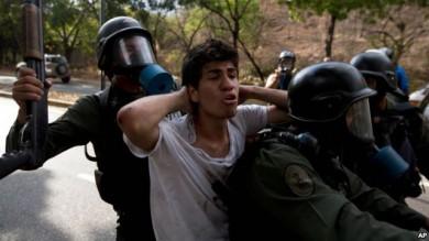 Dorys de Coello, madre de uno de los jóvenes presos en Venezuela aseguró que su hijo nunca conoció a Leopoldo López ni está relacionado a ningún grupo estructurado o partido político.