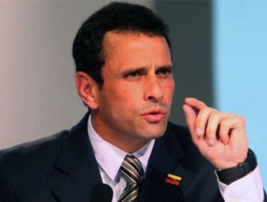 capriles-billetes-bomba-humo